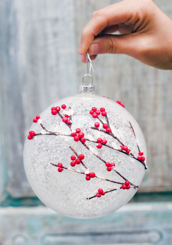 40+ Red and White Christmas Decorating Ideas