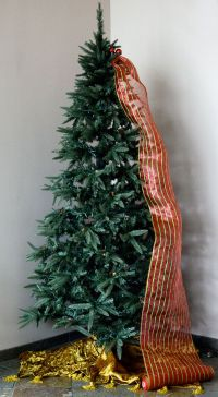 Christmas Decorating With Mesh Netting | www.indiepedia.org