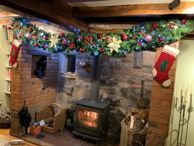 Kirstys Fireplace - Comm Lux Garland 30cm