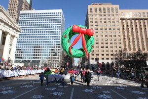 Christmas Wreath balloon at the 2013 Ameren Missouri Thanksgiving Day Parade.