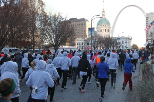 A group of runners and the St. Louis Arch at the 2013 Hungry Turkey 5k.