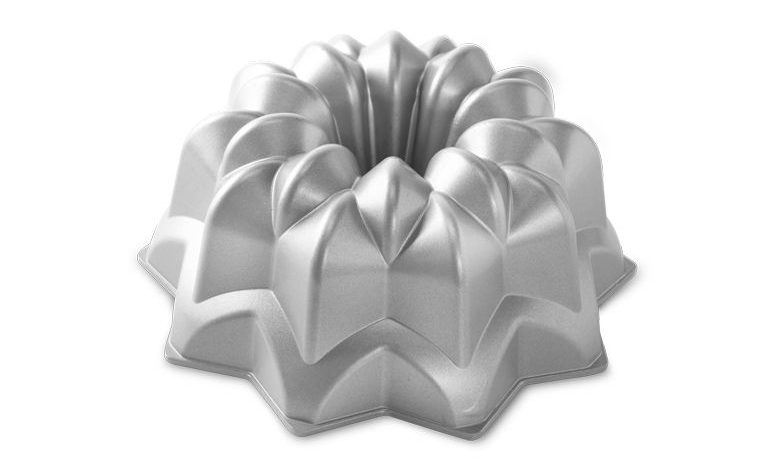 star christmas bundt tin