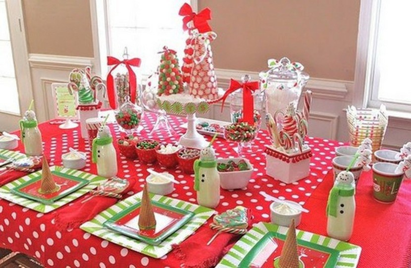 Christmas guest dessert – a fun, kid-friendly sweets table that would make any kid or adult feel like a kid in a candy store