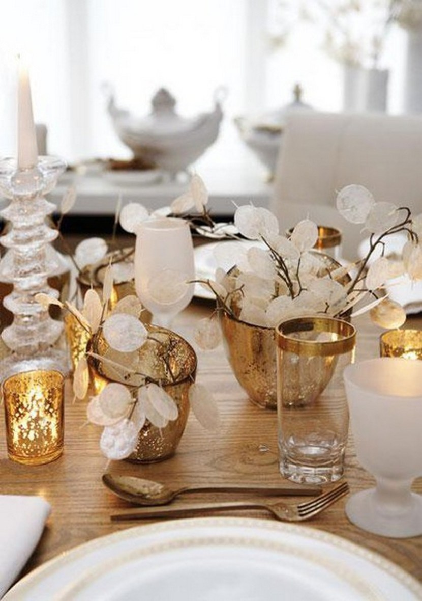 Pure Elegance: Gold and White Christmas table
