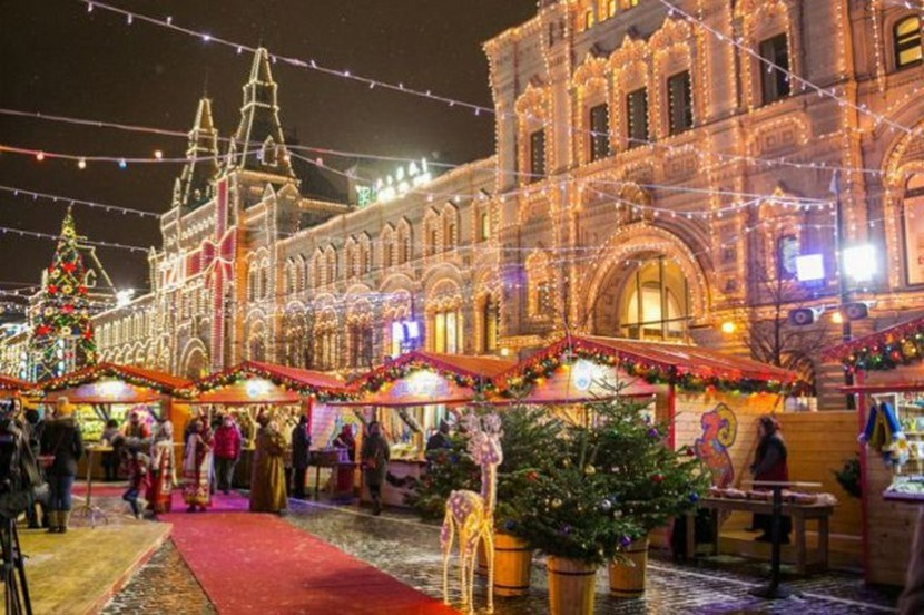 Christmas in Moscow – GUM from outside