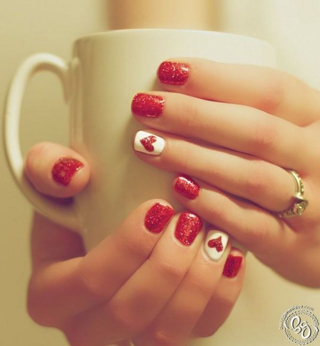 Red acrylic nails (I think you can also do this with polish) - 30 Festive Christmas Acrylic Nail Designs – Christmas Photos