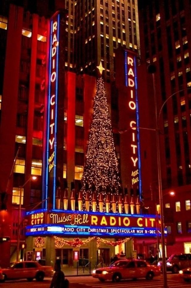 33 Beautiful Photos Of Christmas In New York City, USA