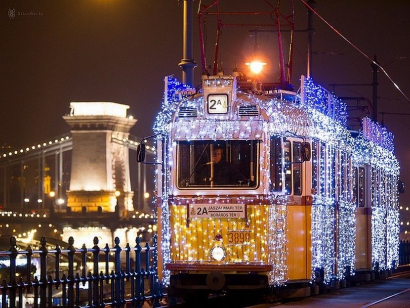 The Chain Bridge and the Christmas Light Tram in Budapest – photo by Balázs Kiss