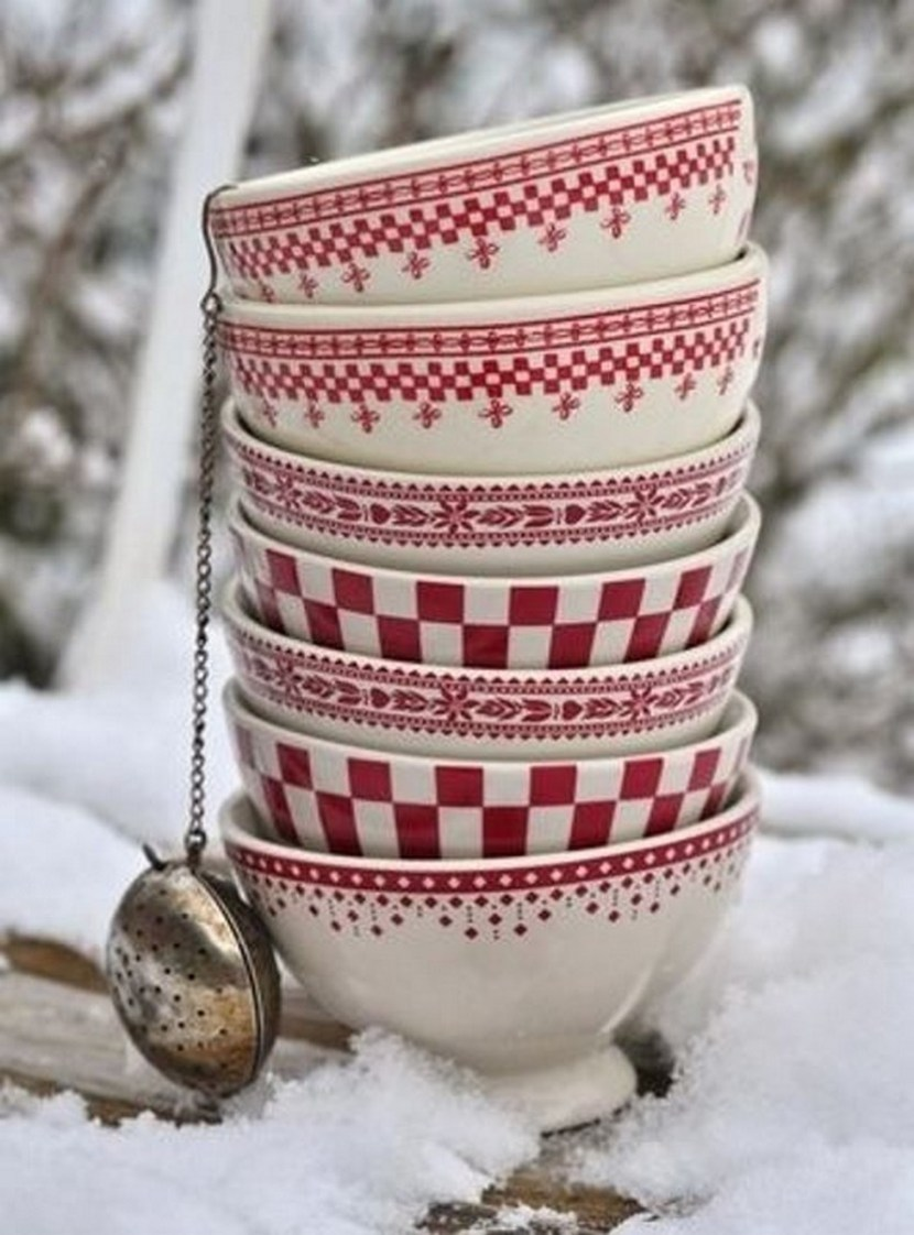 Red holiday dinnerware (Christmas decor)