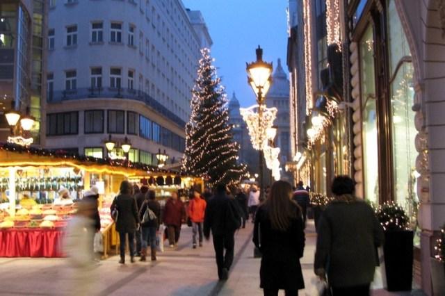 budapest-christmas-fair-vrsmarty-square-dek-ferenc-street