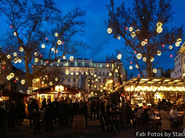christmas-market-in-budapest-hungary