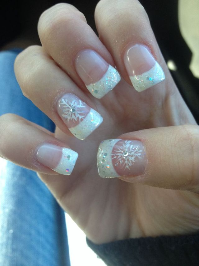 Cute acrylic Sparkle French tips with snowflake winter nails (source)