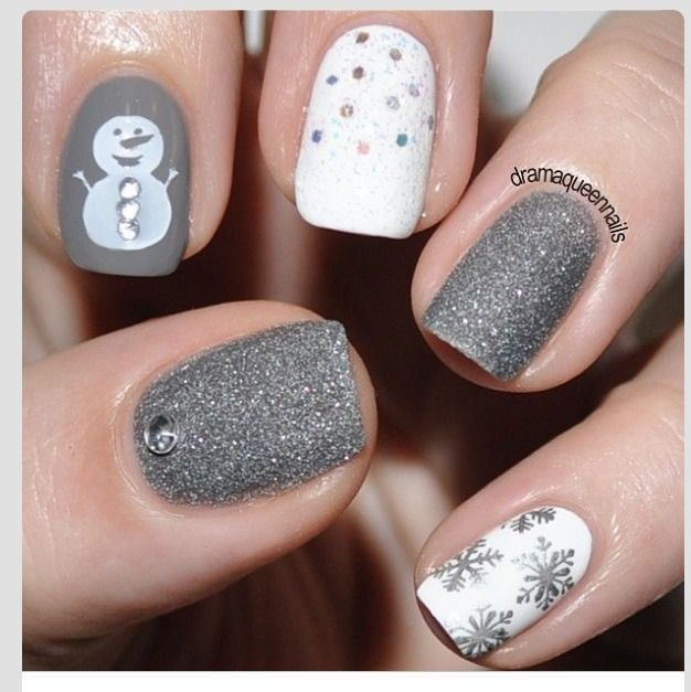 gray-christmas-nails