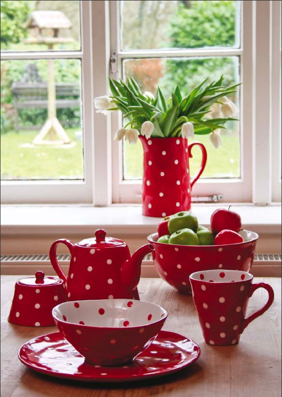 Junction Eighteen Red Spot teaset