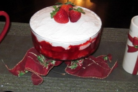 Easy Strawberry Trifle Recipe for Christmas
