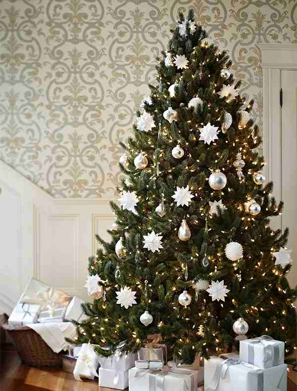 white and gold christmas tree decorations