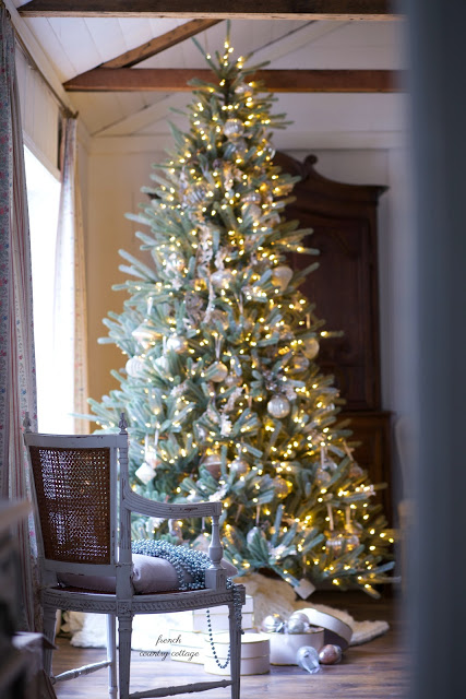 Golden French Country Christmas Tree Decorating Ideas