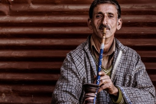 fumeur de narguilé