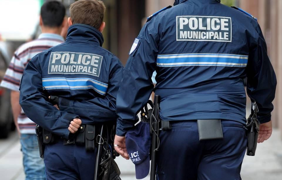 Mutualiser les postes de police mais renforcer les effectifs opérationnels