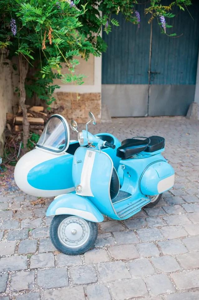 Le Vespa vintage retro Christophe Lefebvre Photographe mariage Domaine Quincampoix
