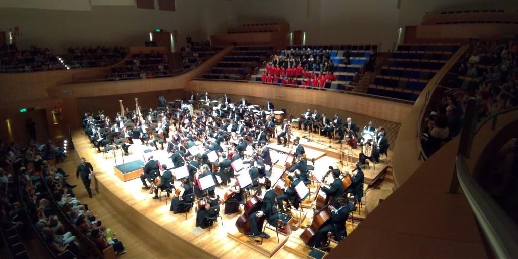 Foto de apresentação da Orquestra Filarmônica de Minas Gerais, na Sala Minas Gerais.