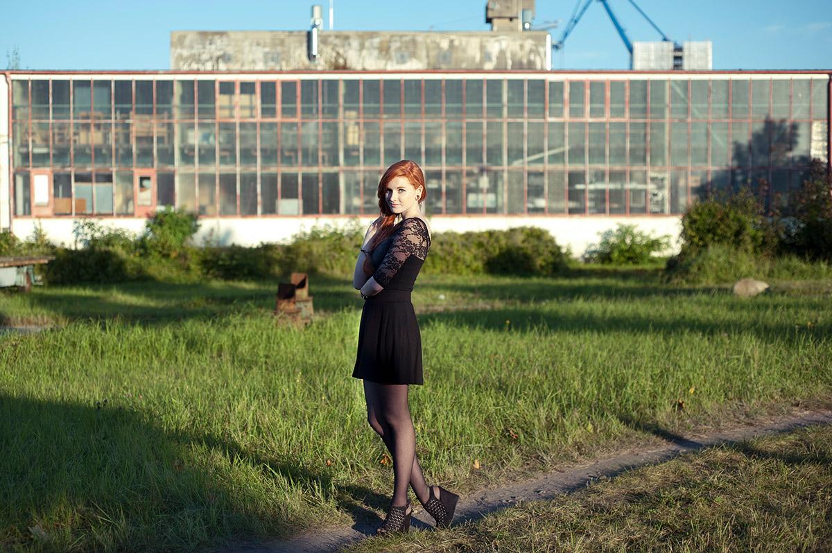Katharina im Rostocker Industriegebiet