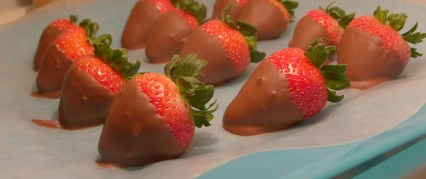 Vegan Chocolate Covered Strawberries no added sugar low sugar gluten free healthy recipe low calorie dessert Christy Brissette registered dietitian nutritionist 80 Twenty Nutrition