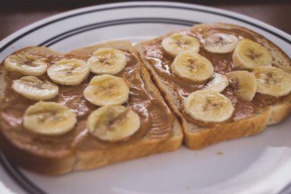 Pre workout snack meal sports nutrition best media dietitian Christy Brissette 80 Twenty Nutrition peanut butter banana toast