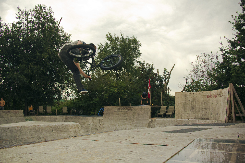 One-footed tabletop over the hip at the Woodyard.