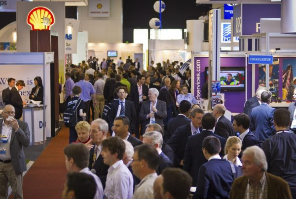10 ways to attract people to your exhibition stand.