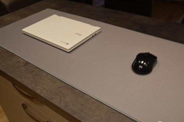 Un tapis de souris XXL pour un Chromebook