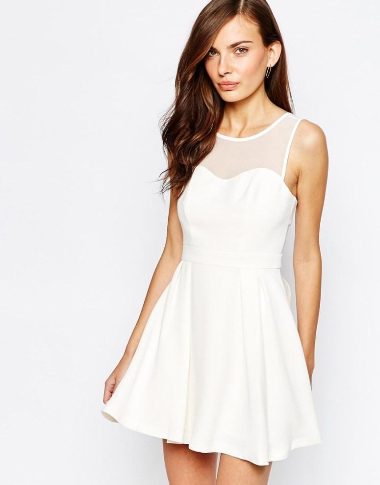16 DRESSES 3