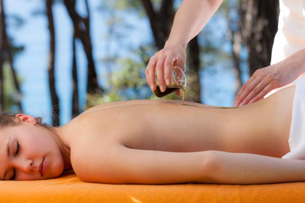 massage with oil for muscles stiffness