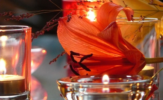Candles-and-an orange day lily