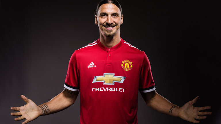 Zlatan Ibrahimovic has signed a new Manchester United contract