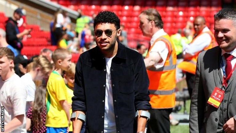 Liverpool's manager Jurgen Klopp says Alex Oxlade-Chamberlain will miss most of the 2018-19 season