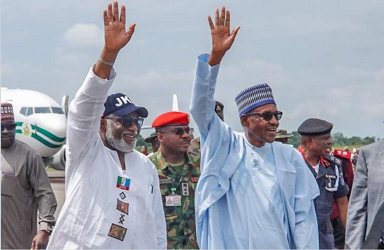 Ondo state governor Rotimi Akeredolu receives President Muhammadu Buhari at the airportgtfc cxzcc