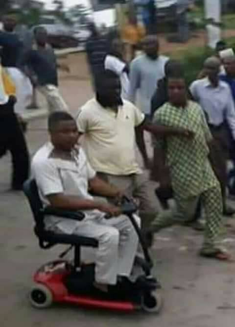 Yinka Ayefele arriving the scene of the demolition shortly after it was demolished by the Oyo State Government