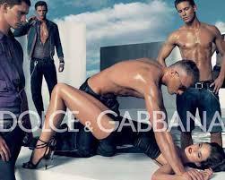 Dans la publicité le femme s'offre, soumise et objet sexuel...