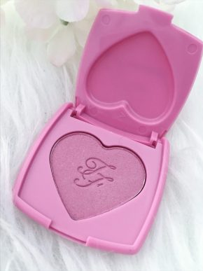 blush sweet kisses too faced
