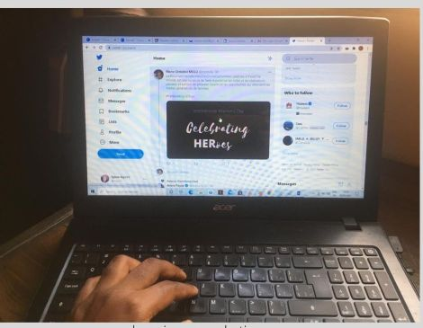 Se créer des opportunités sur les réseaux sociaux avec de l'autopromotion.