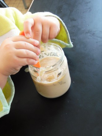 En dessert ou en encas: une crème de pomme onctueuse pour bébé gourmets.