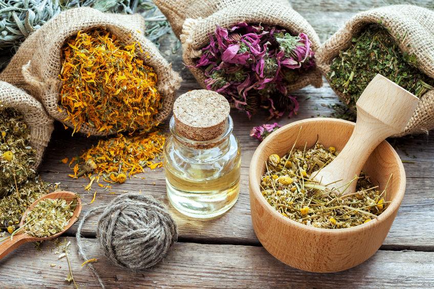 Prendre soin de sa santé naturellement avec la phytothérapie pour préserver et soutenir les défenses immunitaires et l'équilibre global