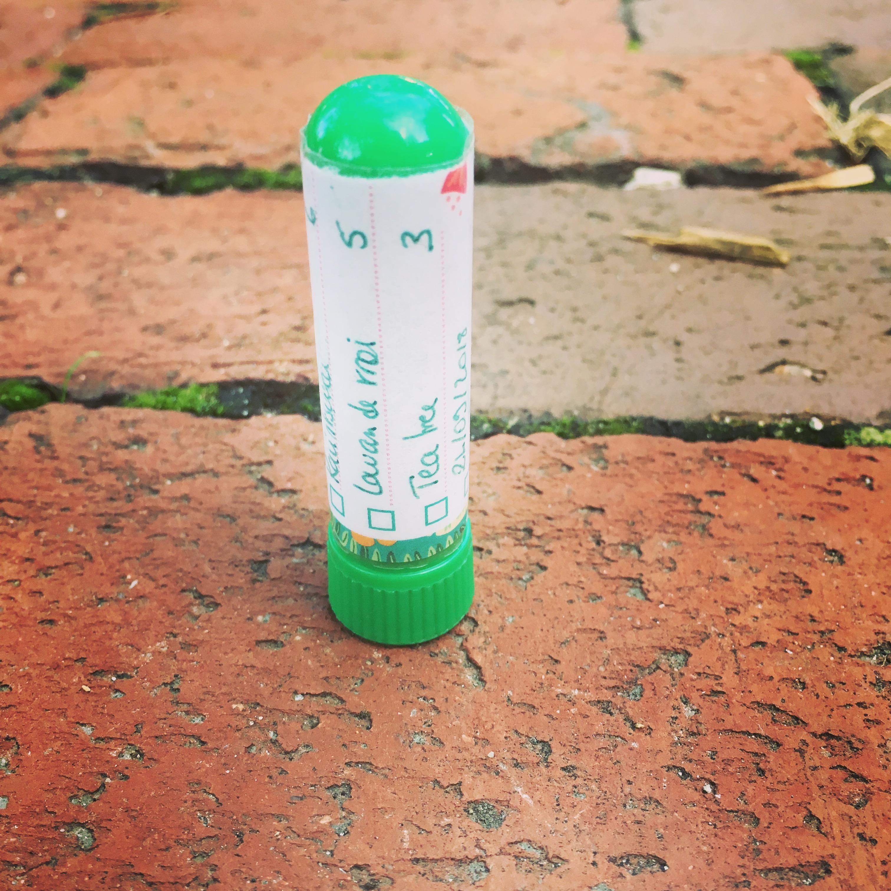 DIY : stick inhalateur d'huiles essentielles contre le nez bouché