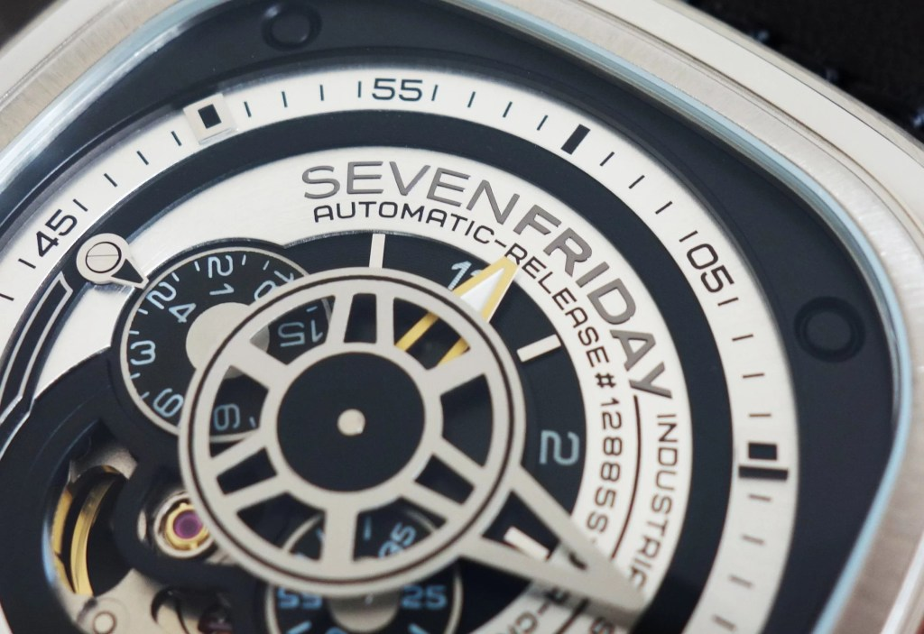 Sevenfriday P1B_01 00477 skelettiertes Ziffernblatt