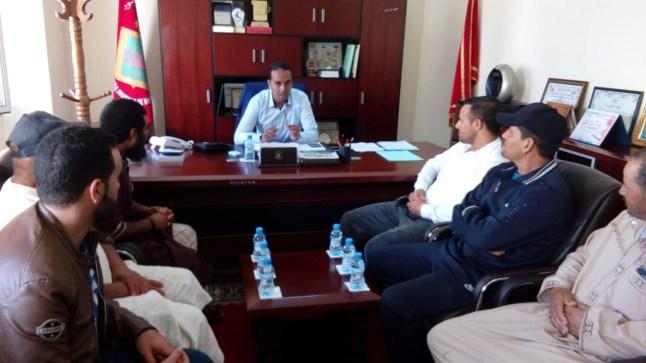 """نائب رئيس المجلس الإقليمي ببوجدور يستقبل أكثر من 30 مهني من الصيادين مستعملي """"الشمبرير"""".."""