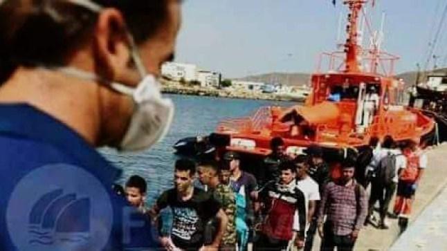 من بينهم صحراويين.. قارب يقل مهاجرين سريين يرسو بسواحل كناريا