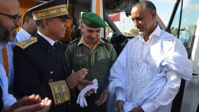 عامل إقليم السمارة يشرف على تسليم سيارتين للنقل المدرسي و سيارة إسعاف بمناسبة عيد الاستقلال