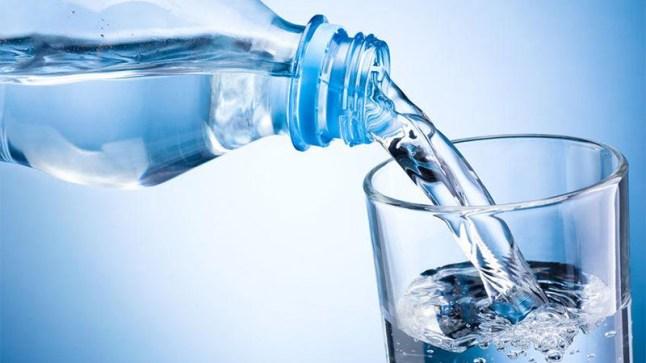 مياه معدنية فرنسية سامة تباع للمغاربة.. هذا ما كشفه الإعلام الفرنسي