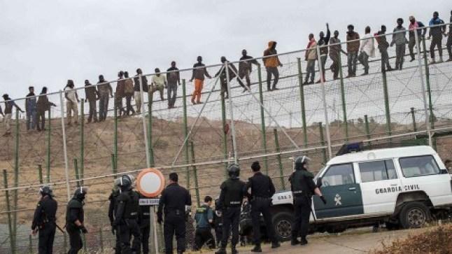 بناء جدار عازل حول سبتة و مليلية بتمويل مغربي! هذا ما دعا إليه رئيس حزب إسباني..